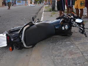 Duas pessoas morrem em acidente no Cabo Branco, em João Pessoa (Foto: Walter Paparazzo/G1)