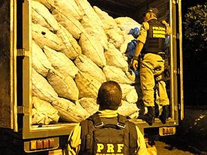 Carregamento foi apreendido durante a madrugada (Foto: Divulgação / PRF)