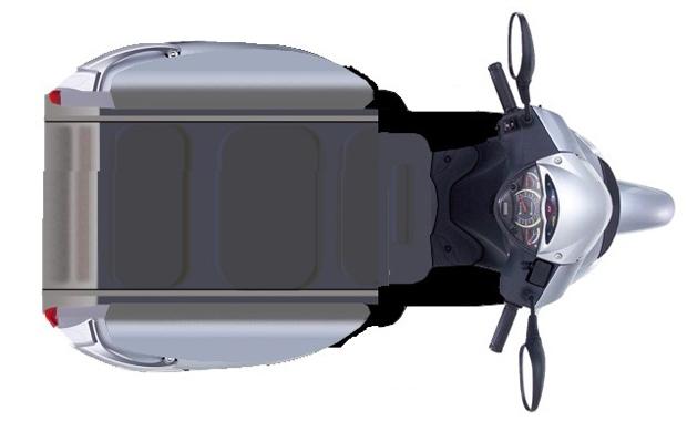 Para subir no scooter, usuário utiliza controle remoto que controla a plataforma (Foto: Divulgação)