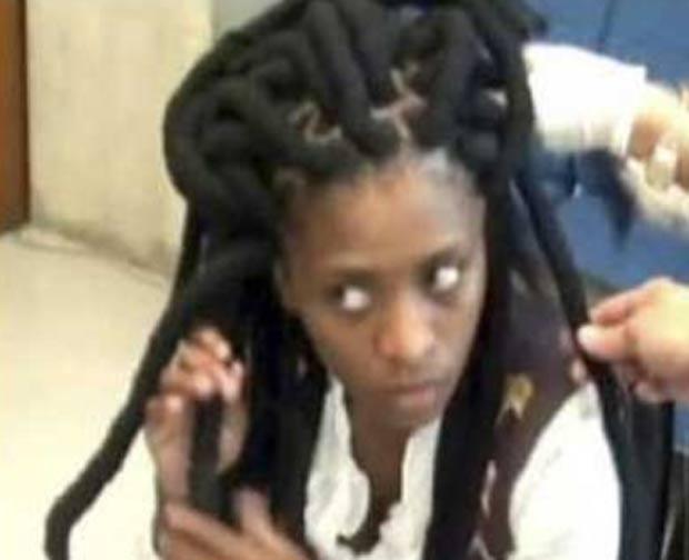 Nobanda Nolubabalo escondeu 1,5 quilo de cocaína em seus dreadlocks. (Foto: Reprodução/YouTube)