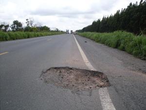 buraco pista bahia (Foto: Reprodução/TV Oeste)