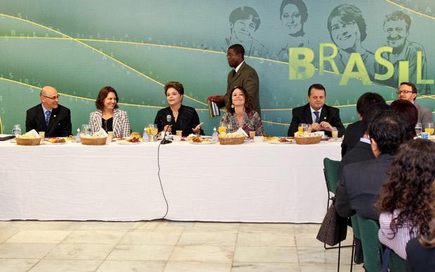 A presidente Dilma Rousseff em encontro com jornalistas no Palácio do Planalto (Foto: Roberto Stuckert Filho / Presidência)