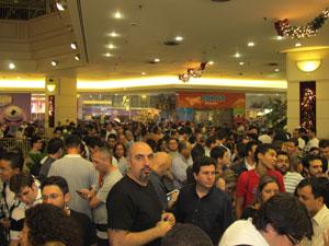 Cerca de 700 pessoas fizeram fila no Shopping Eldorado, em SP (Foto: Rafael Oliveira/G1)