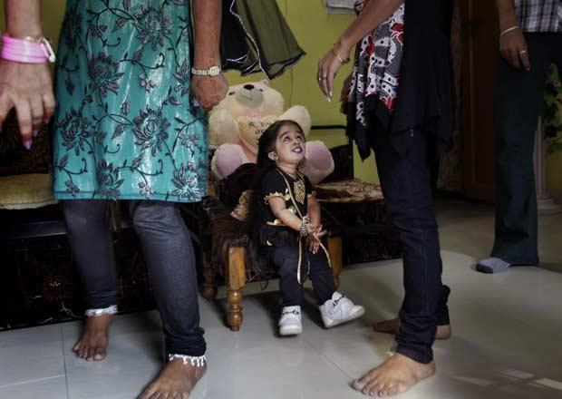 Jyioti em casa, antes da cerimônia de premiação (Foto: AP)