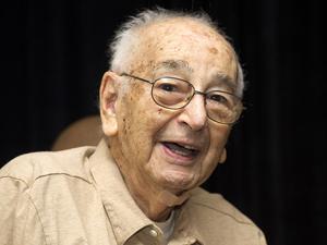 Joe Simon em outubro de 2011 (Foto: AP/Charles Sykes)