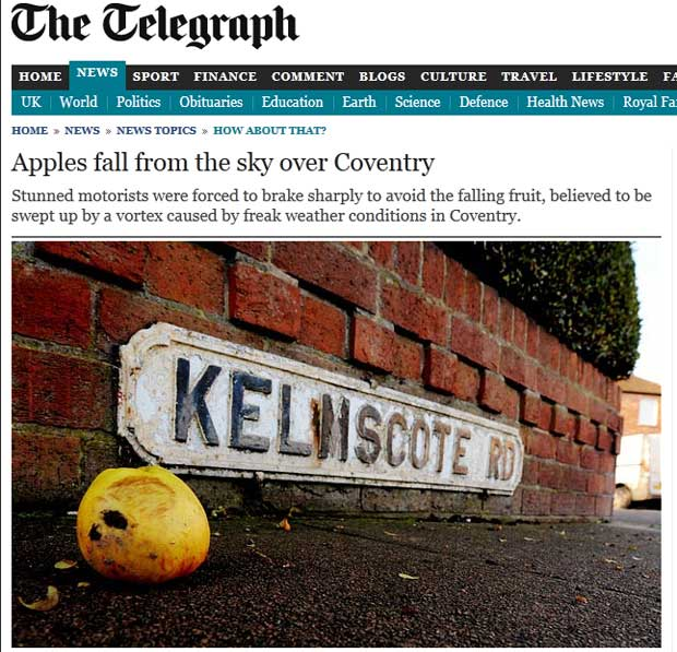 Reportagem do 'Telegraph' mostra imagem de maçã caída no cruzamento de ruas de Coventry (Foto: Reprodução)