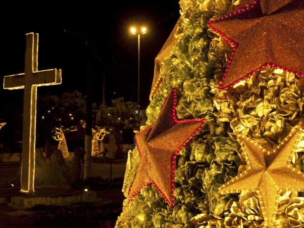 Deocração de Natal em Belém tem material reciclado (Foto: Reuters)