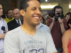 Samuel Amaral foi sorteado e ganhou um iPhone 4S (Foto: Rafael Oliveira/G1)