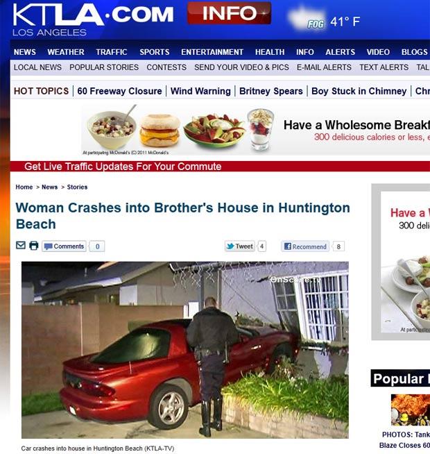 Motorista errou o pedal e bateu o carro contra a casa do irmão. (Foto: Reprodução/KTLA)
