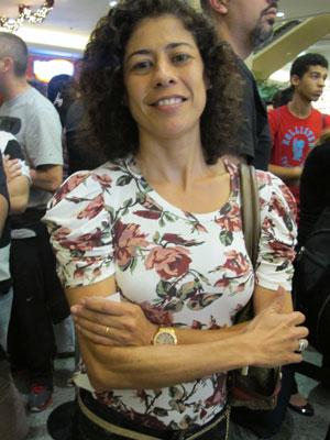 Vaneska ficou 9 horas na fila para comprar um iPhone 4S para o marido (Foto: Rafael Oliveira/G1)