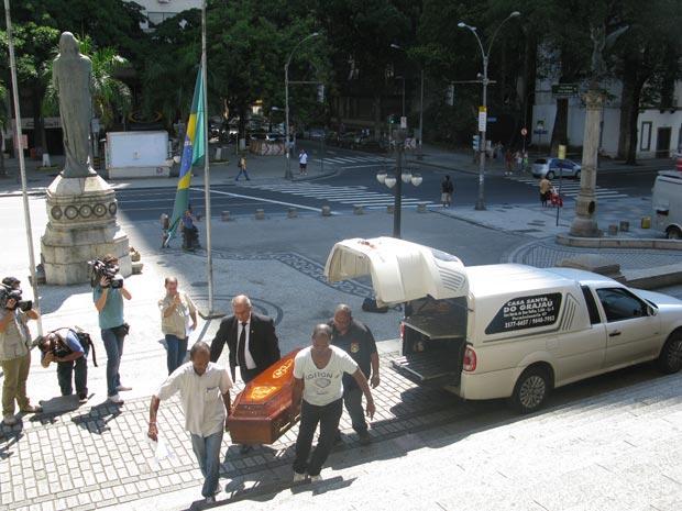Chegada do corpo de Sérgio Brito à Assembleia Legislativa do Rio (Foto: Alba Valéria Mendonça/G1)