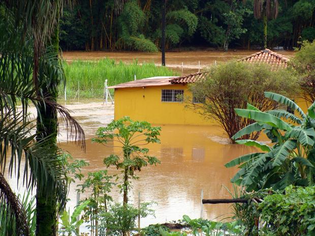 Após chuva, casa fica alagada em Juatuba (Foto: Divulgação / Prefeitura de Juatuba)