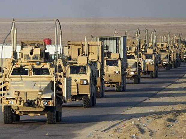 Último comboio norte-americano inicia viagem para deixar o Iraque. (Foto: Mario Tama / Pool / AFP Photo)
