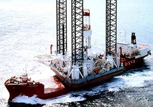 Plataforma Kolskaya é vista em operação no mar da Rússia (Foto: AP Photo)