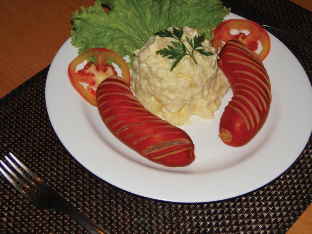 Tip Top oferece cardápio baseado na culinária alemã (Foto: Raquel Freitas / G1)