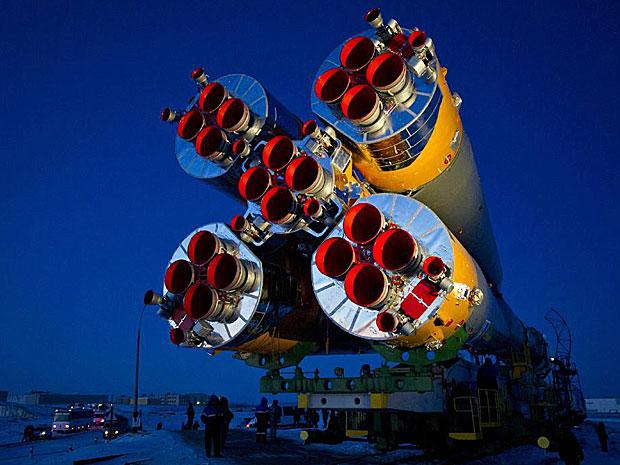 Nave espacial é levada de trem à plataforma no Casaquistão  (Foto: NASA/Carla Cioffi)