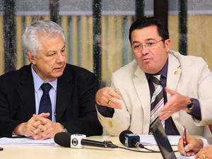 O relator do Orçamento, Arlindo Chinaglia (PT-SP) e o presidente da Comissão, Vital do Rêgo (PMDB-PB) (Foto: Beto Oliveira/Agência Câmara)