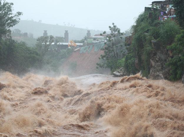 Vista do Rio Arrudas, próximo ao bairro Granja de Freitas, em Belo Horizonte, nesta segunda-feira (19). (Foto: Frederico Haikal/Hoje Em Dia/AE)