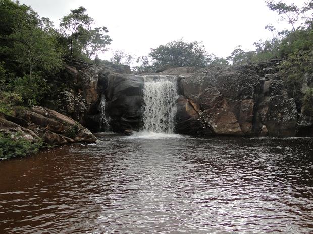 A cachoeira do Carijó é muito usada por banhistas da região (Foto: Pedro Triginelli / G1)