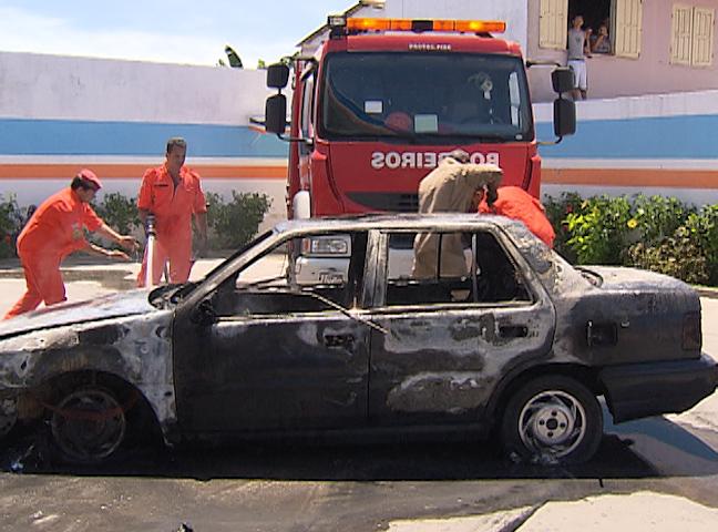 Carro fogo Bahia (Foto: Reprodução TV Bahia)