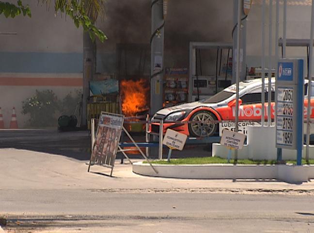 carro fogo (Foto: Reprodução TV Bahia)