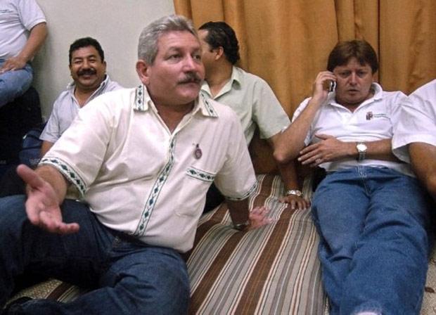 O governador de Santa Cruz, Ruben Costa, durante greve de fome em 2006 (Foto: AFP)