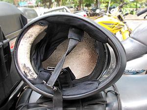 O indicado é utilizar o capacete de 3 a 5 anos, pois depois perde suas propriedades (Foto: Rafael Miotto/ G1)