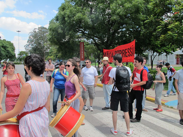 Protesto é considerado pacífico (Foto: Renato Jakiitas/G1)