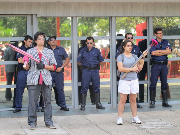 Alunos se queixam da truculência na USP (Foto: Renato Jakiitas/G1)