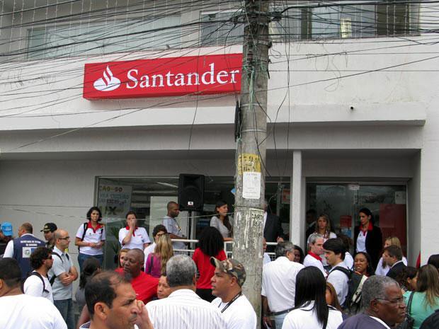 Santander inaugura agência dentro da vila Cruzeiro (Foto: Bernardo Tabak/G1)
