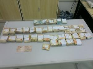 Cerca de R$ 144 mil reais estava escondido em barco com destino a Tabatinga (Foto: Divulgação/Polícia Federal)