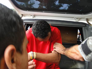 Goleiro Bruno Fernandes, na saída do Deoesp, em Belo Horizonte, após depoimento desta terça-feira (Foto: Raquel Freitas/G1)