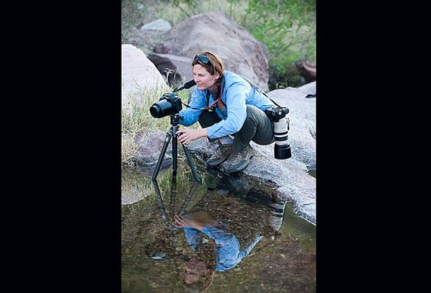 """Em seu livro 'Continental Divide: Wildlife, People and the Border Wall' (""""Divisa Continental: Vida Selvagem, Povo e o Muro da Fronteira"""", em tradução livre do inglês), Krista denuncia os efeitos ambientais e sociais da barreira criada pelos EUA. (Foto: Krista Schlyer)"""