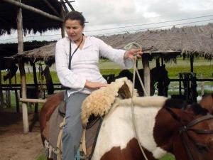 Maria Pires passa os dias entre a administração da pousada e da chácara (Foto: Maria Pires/Arquivo pessoal)