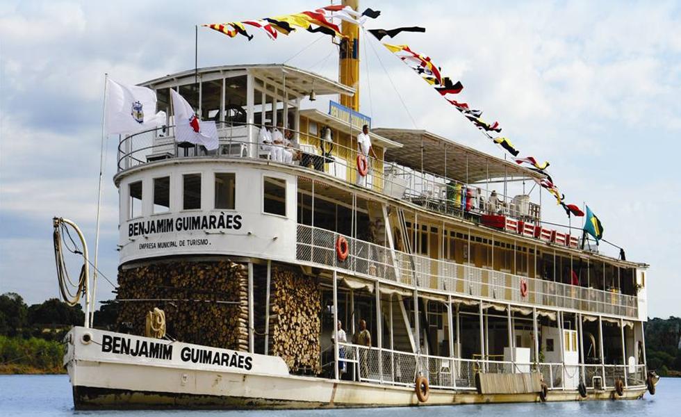 Barco a vapor Benjamim Guimarães é o único em atividade no mundo.