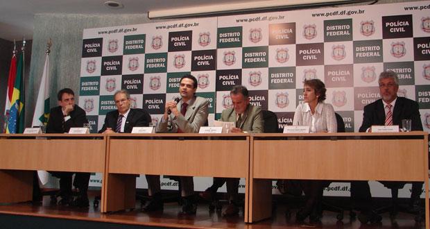 Anúncio da nova delegacia durante entrevista coletiva da Polícia Civil  (Foto: Káthia Mello/G1)