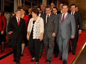 Dilma Rousseff e parlamentares em confraternização de fim de ano no Alvorada. (Foto: Roberto Stuckert Filho/PR)
