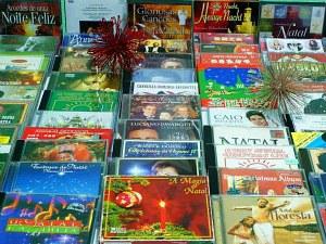 Coleção conta com mais de 350 cds de diferentes artistas e países (Foto: Tiago Melo/G1 AM)