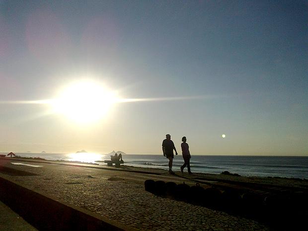 Cariocas aproveitaram último dia da primavera na orla (Foto: Perla Alves / G1)