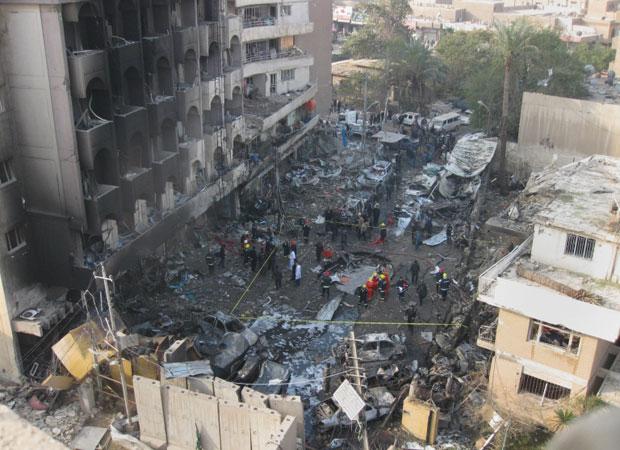 Foto de área alvejada em Bagdá nesta quinta-feira (22) (Foto: AP)
