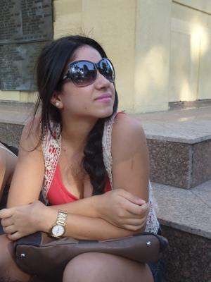 A estudante Karina Clemente não dispensa os óculos de sol em passeio (Foto: Adriane Souza/G1)
