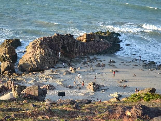 Pedra furada, em Jericoacoara (Foto: Kelvia Alves/Arquivo pessoal)