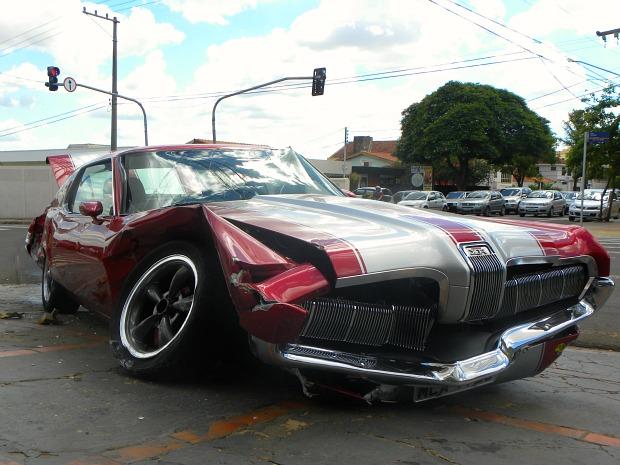 Acidente com Mercury Cougar XR7 (Foto: Felipe Bastos/G1MS)