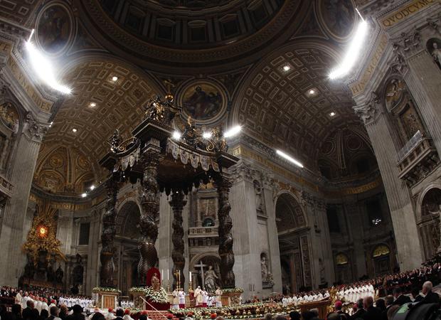 Bento XVI celebra a missa diante de centenas de pessoas (Foto: Max Rossi/Reuters)