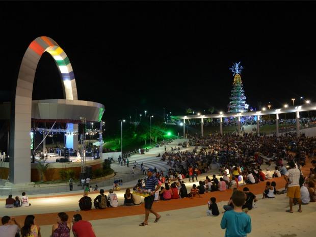 Anfiteatro ganhou marquise de concreto para melhorar acústica (Foto: Marina Souza/G1)