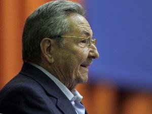 Presidente cubano Raúl Castro discursa no Parlamento (Foto: Ismael Francisco, Prensa Latina/AP)