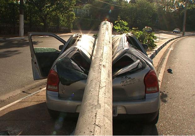Motorista foi encaminhado para o Pronto-Socorro de Cuiabá (Foto: Reprodução/TVCA)