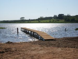 A praia de Iacanga passa por reformas, mas, o Lago Municipal é opção para os turistas  (Foto: Divulgação/Prefeitura )