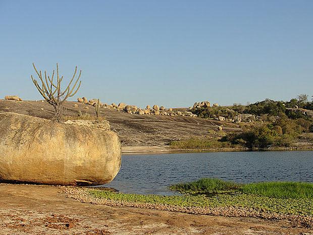Lajedo de Pai Mateus é o principal atrativo da região (Foto: Maurício Melo/G1)