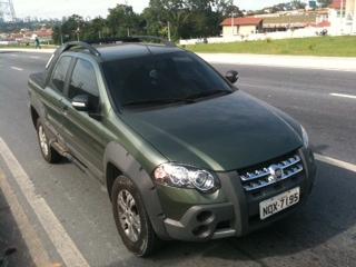 Carro foi localizado na Avenida das Torres, Zona Norte (Foto: Rádio Amazonas FM)